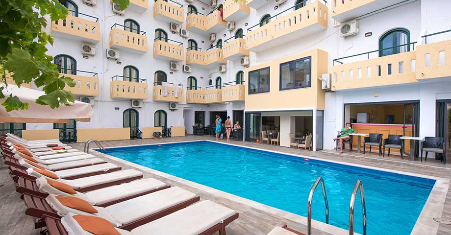 Pela Maria Hotel 3*